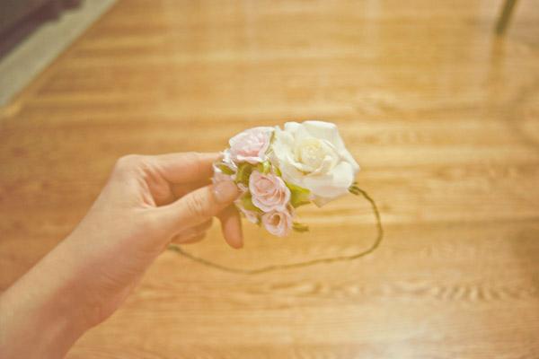 tutorial, DIY, corona flores, novia, boda, ceremonia, damas de honor, damitas, invitadas, flores naturales, chic, bohemio, vintage, retro, natural, flores artificiales, novias modernas, wedding planner, deseos de boda
