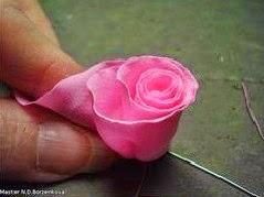 diy, manualidades, decoracion, flor, flores, tela, corona flores, rosas, jardin, boda natural, novia, invitados, invitadas, ramo flores, bouquet,