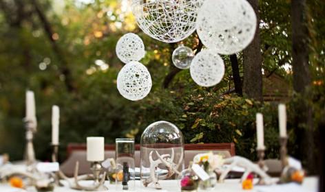 DIY, manualidades, esferas hilo, decoración boda, decoración convite, ceremonia, jardín, ceremonia civil, novia, invitados, flores, decoración salon, centros de mesa